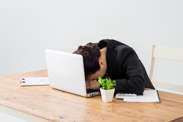 仕事が嫌いな人の特徴とは?仕事が嫌いな人は職場で嫌われる?