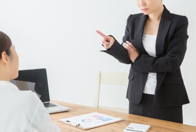 仕事を教えない先輩の心理とは?教えてもらえないときの対処法とは?