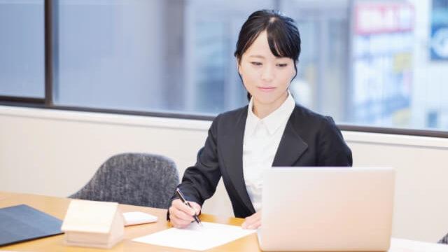 職場で一生懸命な女性の特徴とは?なぜ一生懸命になるか理由を考察